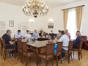 """MRK Trogir, ŽRK Trogir i NK Trogir kod gradonačelnika: """"Ovo su veliki uspjesi za naš sport, a posebno veseli preko 400 djece koja treniraju"""""""
