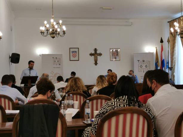 Gradsko vijeće u Trogiru: Usvojen rebalans proračuna, uskoro radovi na šetnici Lokvice – Brigi